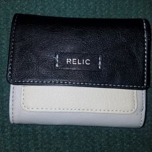 NWT, RELIC BRAND, TRIFOLD, TRICOLOR WALLET.